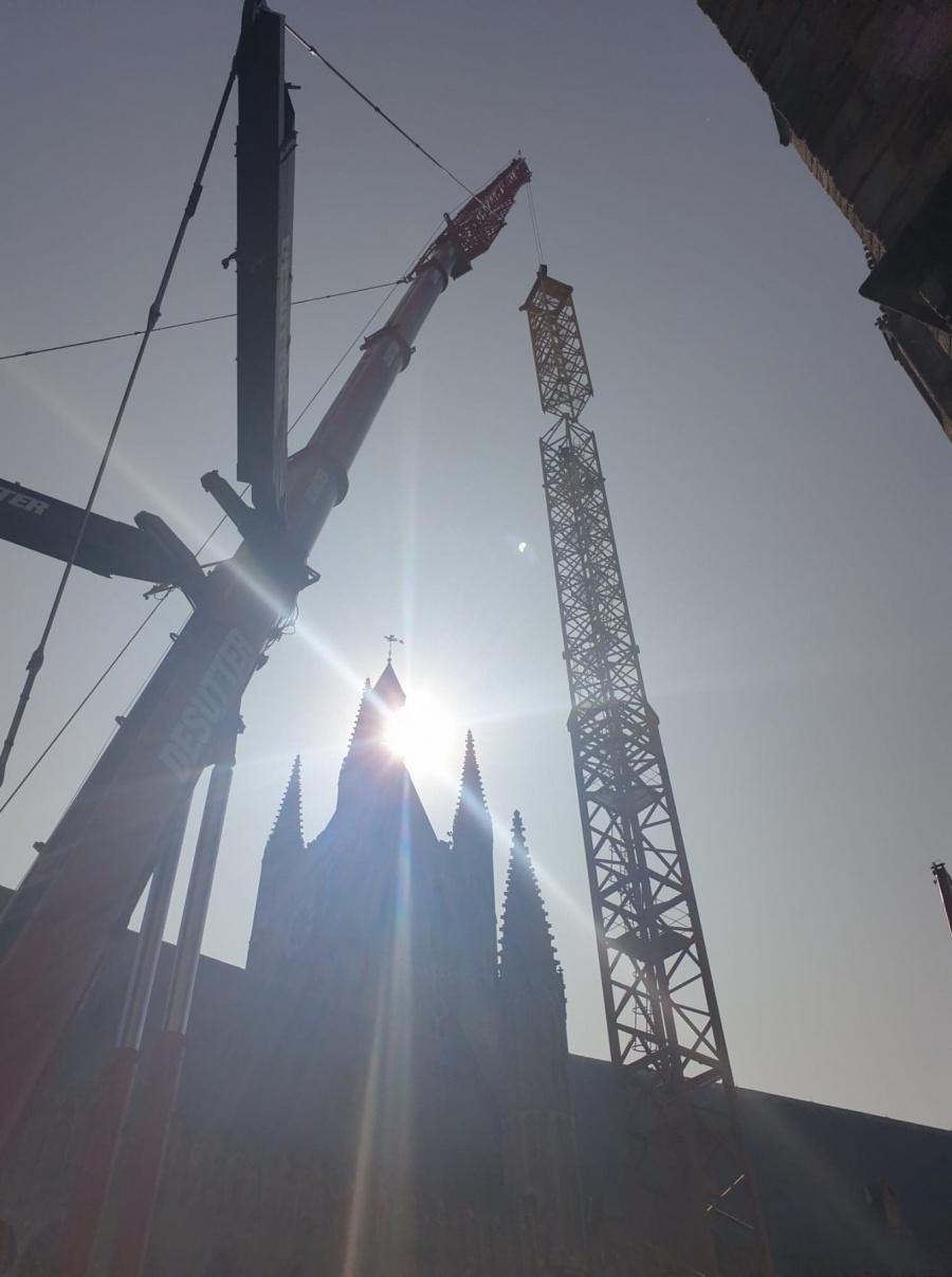 Gigantische kraan voor restauratie Belforttoren Ieper