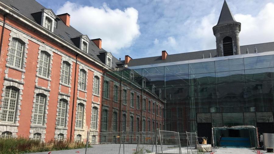 Les travaux de lhotel Royal Hainaut dans la derniere ligne droite Valenciennes