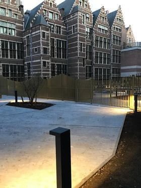 Nieuw aangelegde binnentuin achter stadhuis Antwerpen is open voor publiek