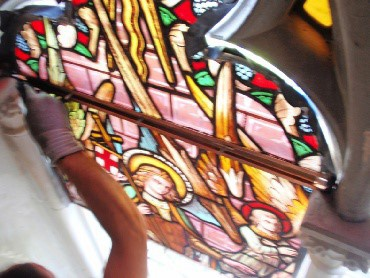 Restauratie Onze Lieve Vrouwekerk Oudenburg terugplaatsing glas-in-loodramen